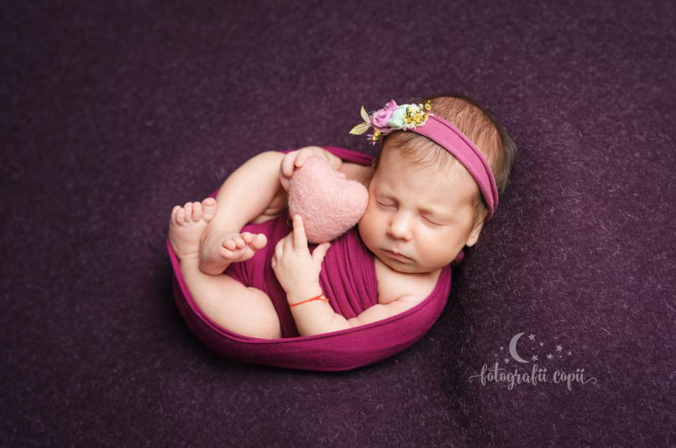 Ședințele foto cu nou-născuți la studioul foto